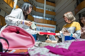 Ewha Language Center Holds a Charity Bazaar