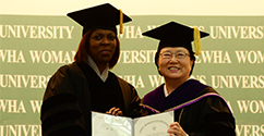 Ewha Confers an Honorary Doctoral Degree to Ertharin Cousin, Executive Director of the UNWFP 대표이미지