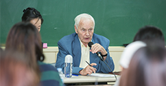 Hans Modrow, Former Prime Minister of East Germany, Discussed Reunification at Ewha 대표이미지
