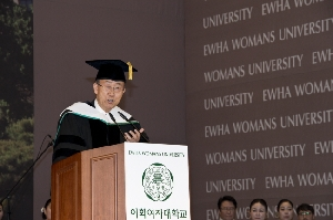 Ewha Confers an Honorary Doctoral Degree to Ki-Moon Ban...